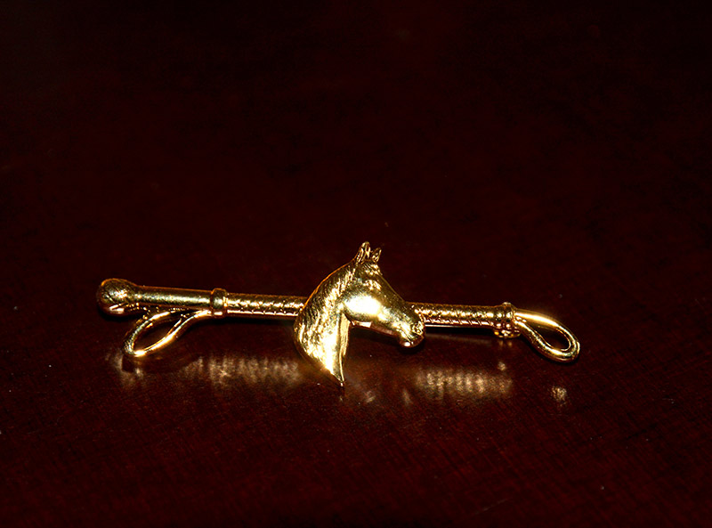 Broche Martineau/tête cheval et cravache
